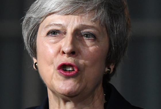 메이, EU와 이혼합의안 첫 타결…반발하는 장관 사퇴 러시