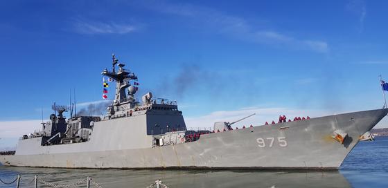 故 윤영하 소령 다닌 영국 학교 찾아간 해군에 아이들 탄성 연발