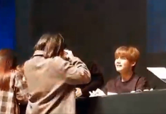 BTS V: Cries Along With a Fan During a Fan Meet