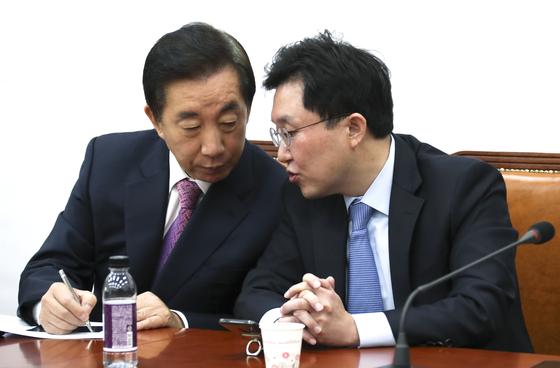 쌍둥이 父=김상곤 딸 담임···가짜뉴스에 망신 당한 한국당