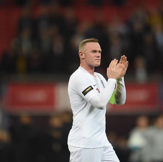 잉글랜드 축구대표팀 공격수 루니가 16일 미국과 평가전에서 대표팀 은퇴경기를 치렀다. [루니 인스타그램]