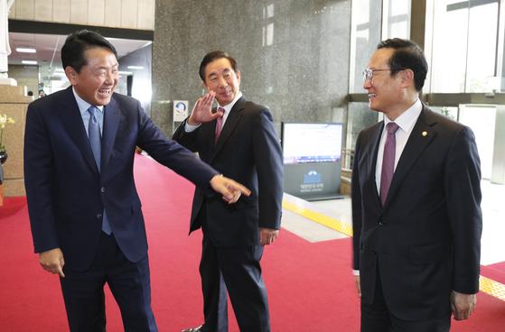 """""""국회 보이콧 중독증""""vs""""습관성 임명 강행""""…여야 전력 공방"""