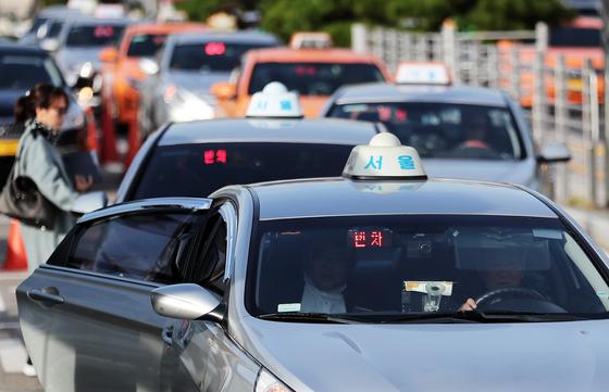 서울 택시, 기본 3800원·심야 5400원으로 인상…내년부터 적용