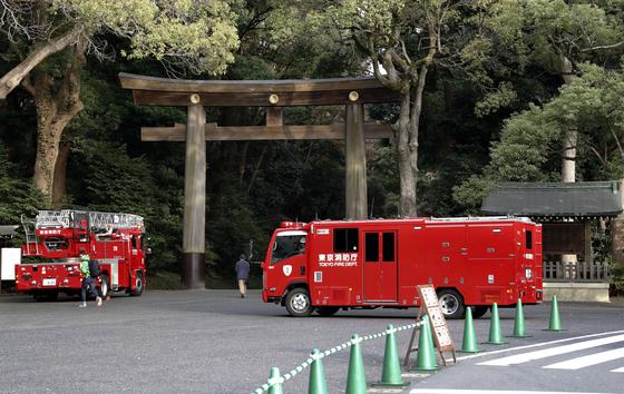 아베 총리 참배한 일본 유명 신사 메이지진구 화재