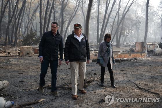 캘리포니아 산불 피해현장 방문한 트럼프 너무 슬프다