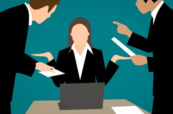 확증편향이 강한 CEO일수록 책임 회피를 한다. 사후 확증편향적 발언은 책임 전가를 통해 타인의 마음을 닫게 만드는 요인이 되기도 한다. [사진 pixabay]