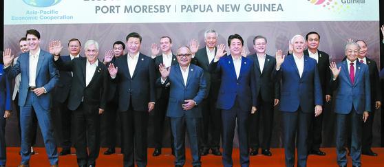 """시진핑 """"무역전쟁 승자 없다"""" 펜스 """"중국의 미국 이용 끝났다"""" APEC 설전"""