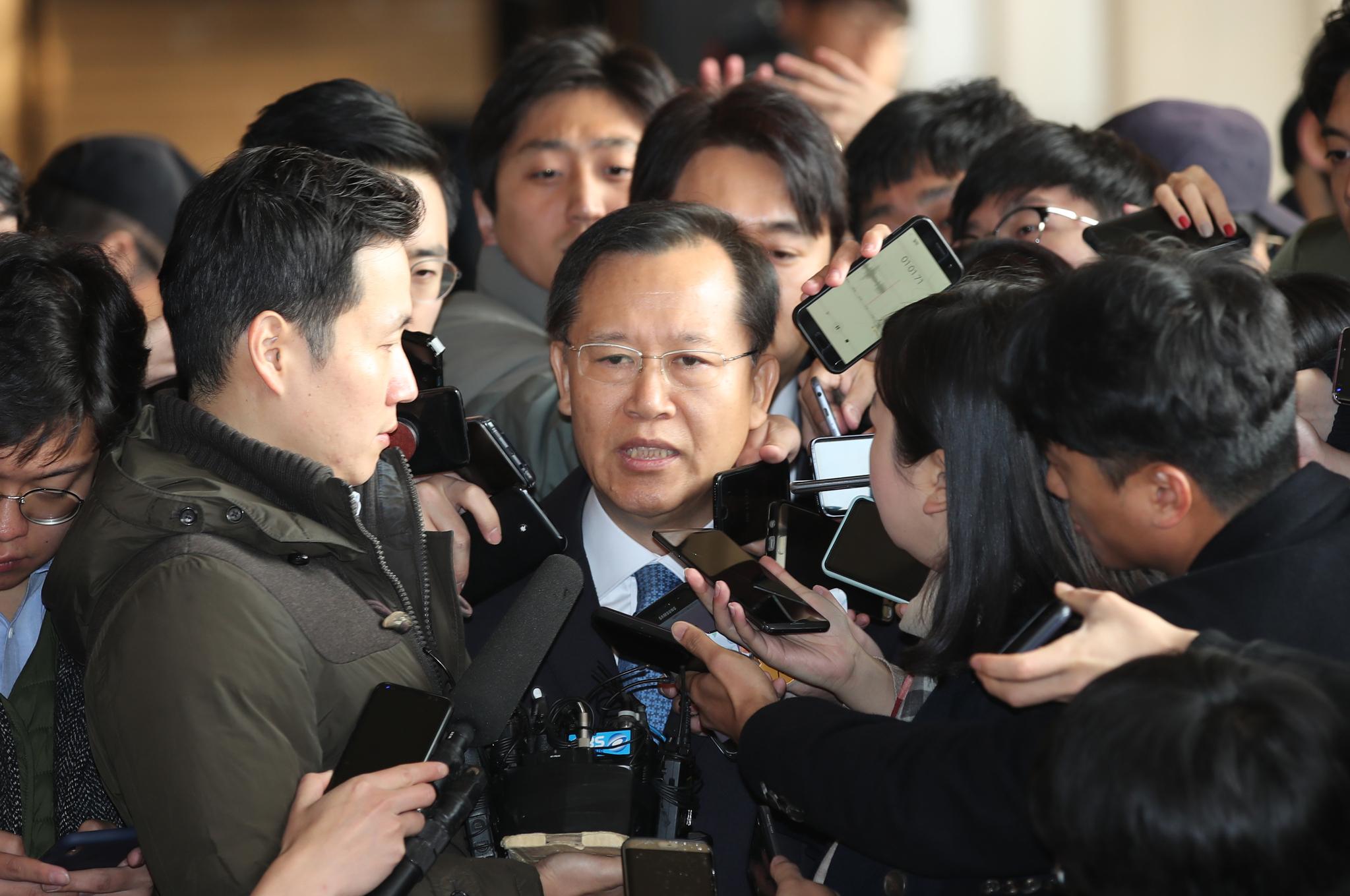 """박병대 검찰 출석…""""행정처장으로 있는 동안 사심없이 일했다"""""""