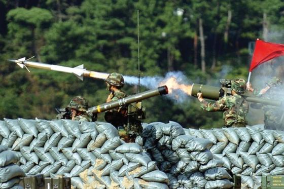 1980년대 한국군이 도입한 재블린 지대공 미사일 [사진 중앙포토]