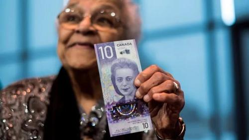 캐나다 첫 여성 흑인을 새긴 10달러 신권과 그의 동생. [CBC 홈페이지]