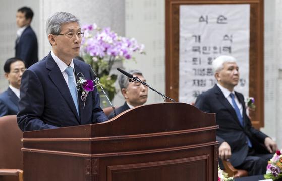 지난 8월1일 서울 서초구 대법원에서 열린 대법관 퇴임식에서 고영한 전 대법관이 퇴임사를 하고 있다. [연합뉴스]