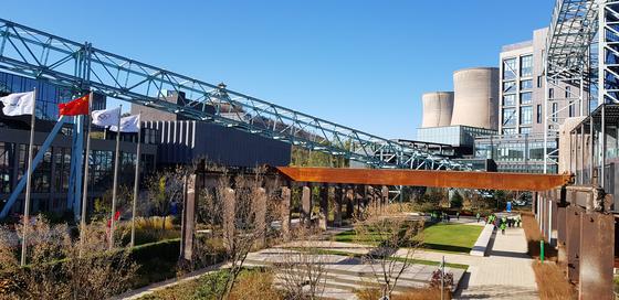 중국 정부의 강력한 환경 정책으로 폐쇄된 서우두강철 공장 자리가 친환경적으로 탈바꿈했다. 장세정 기자