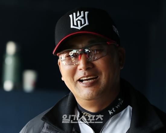 강백호의 타격 훈련을 본 김진욱 전 KT 감독은 노선을 타자로 잡아 줬고 선수의 잠재력을 끌어냈다.
