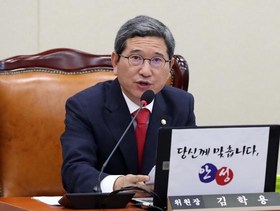 환노위 주재하는 김학용 위원장 [연합뉴스]