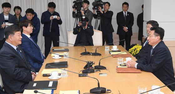 이달 2일 북측 개성 남북공동연락사무소에서 열린 남북체육분과회담. [사진공동취재단]