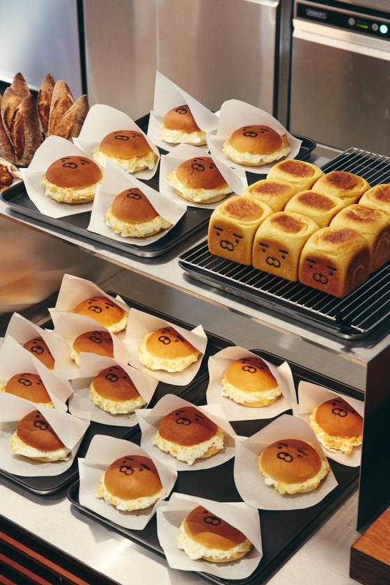 콰르텟 강남에서만 판매중인 라이언 캐릭터 빵은 오전이면 모두 완판된다. [사진 카카오IX]