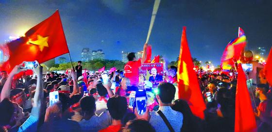 인삼 달여먹고, 박항서 고향 찾는 베트남 축구팬
