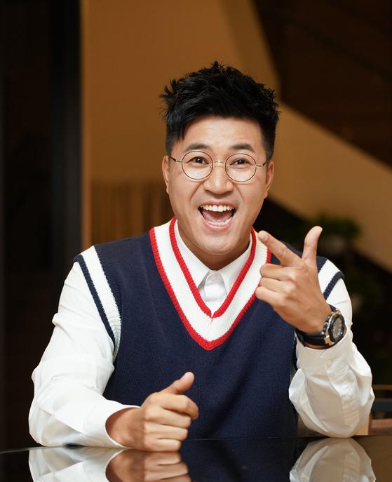 김종민이 MC를 맡은 웹예능 '뇌피셜'은 인기에 힘입어 시즌 2를 시작했다. [사진 히스토리채널]