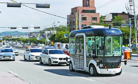 지난 9월 판교에서 시험 운행을 한 자율주행차 '제로셔틀'. [뉴시스]