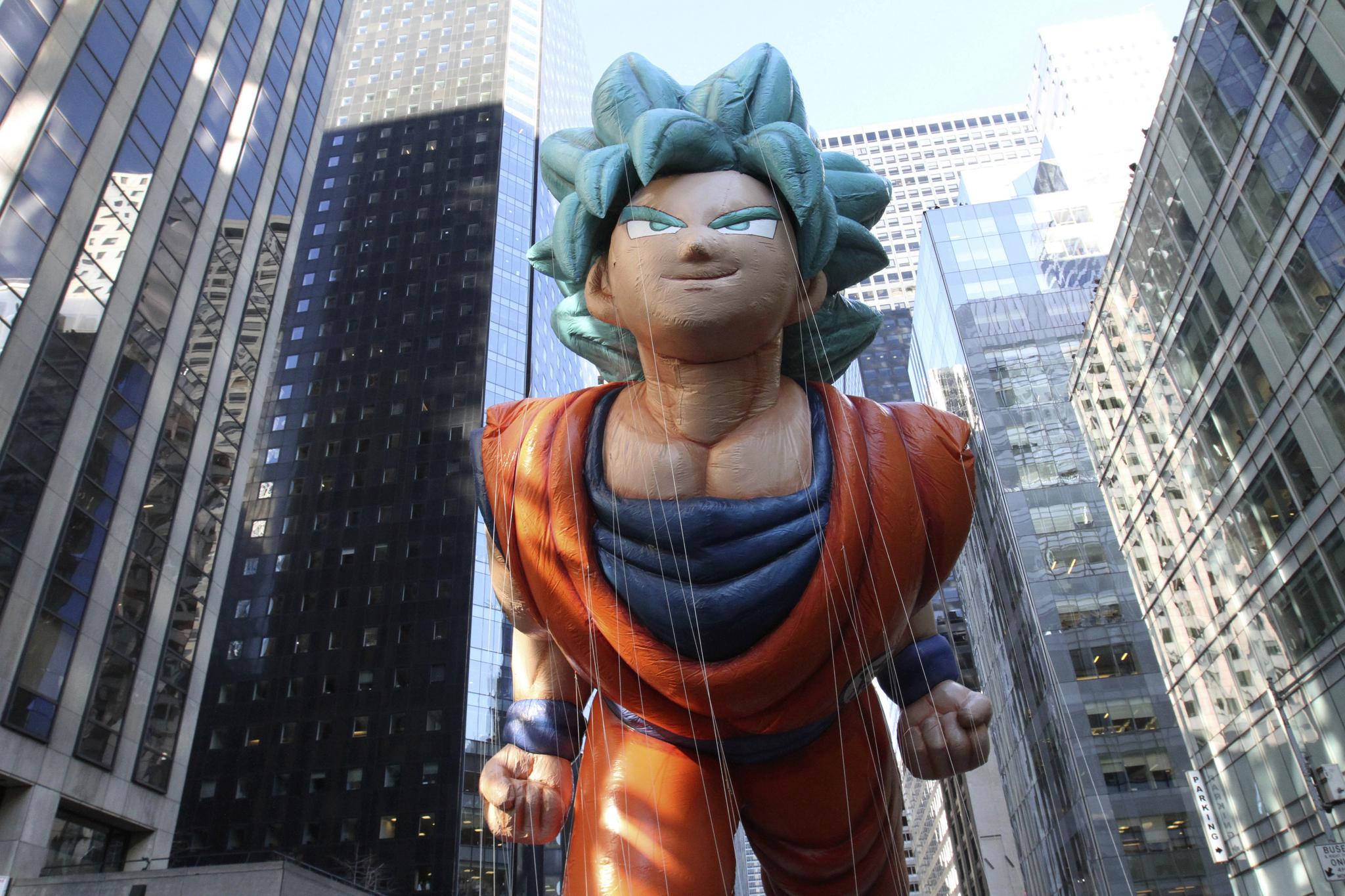 미국의 최대 명절인 추수감사절을 맞은 22일(현지시간) 미국 곳곳에서 화려한 축제가 펼쳐졌다. 이날 뉴욕에서 열린 메이시스 퍼레이드에 등장한 대형 손오공 풍선. [AP=연합뉴스]