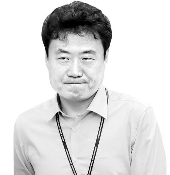 문재인 대통령이 음주운전을 한 김종천 의전비서관에 대한 직권면직을 지시했다. 연합뉴스