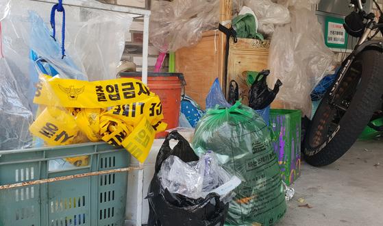 지난 23일 신생아가 숨진 채 발견된 전북 익산시 남중동 한 원룸 주차장 [연합뉴스]