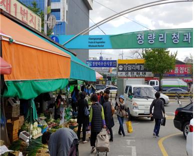 서울에서 노인 보행사고가 가장 빈번한 청량리 청과물 도매시장.[사진 서울시]