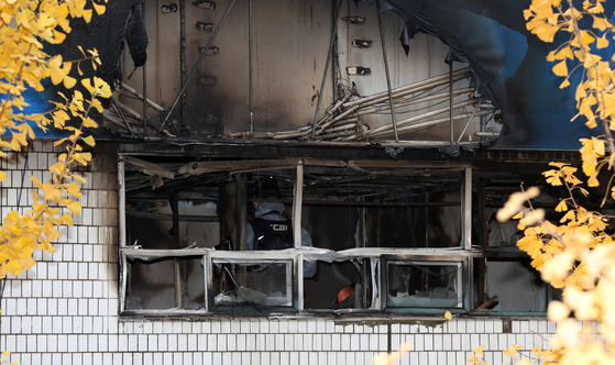 9일 서울 종로구 관수동 국일고시원 화재현장. 이날 화재로 건물 거주자 26명 중 7명이 숨지고 10여 명이 다쳐 병원으로 옮겨졌다. [뉴스1]