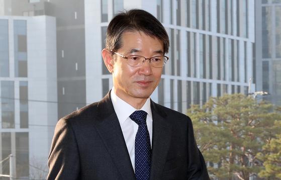 안철상 법원행정처장. 사진은 안 처장이 지난 26일 오전 서울 서초구 대법원으로 출근을 하고 있는 모습. [뉴시스]