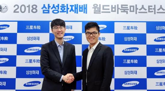 첫 세계대회 우승에 도전하는 안국현 8단(왼쪽). 상대는 중국 랭킹 2위 커제 9단이다. 연합뉴스