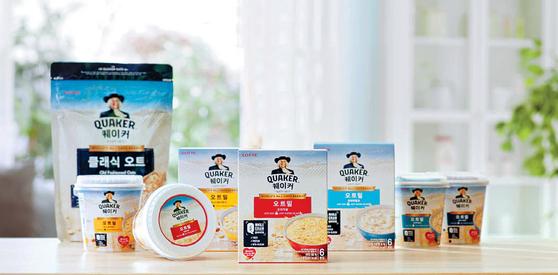 퀘이커는 140년 전통의 오트 전문 제조 기술을 바탕으로 만든 식사 대용 핫시리얼이다. 거칠지 않고 부드러운 식감이 특징이다. [사진 롯데제과]