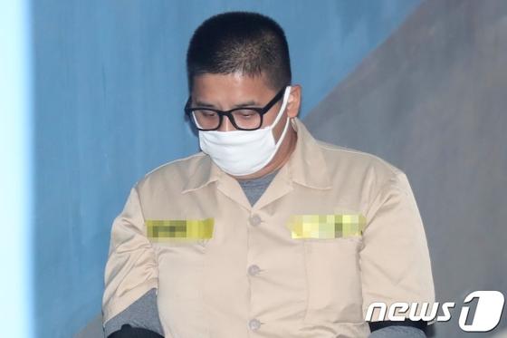 '어금니 아빠' 이영학이 19일 오후 항소심 2회 공판에 출석하고 있다. [뉴스1]