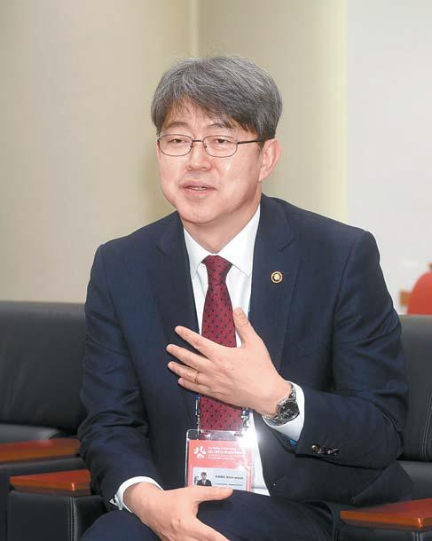 """강신욱 통계청장은 '제6차 OECD세계포럼을 개최하게 된 것을 뜻깊게 생각한다""""고 말했다."""
