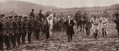 체코 독립운동가이자 초대 대통령인 토마스 마사리크가 체코군단을 사열하고 있다 [사진 위키피디아]