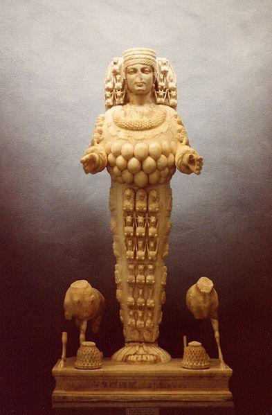 에페소스의 아르테미스 조각상. 전통적으로 여성의 가슴은 생산성의 상징이기도 했고 찬양할 미적 대상이기도 했다. [사진 위키피디아(저자 Klaus-Peter Simon)]