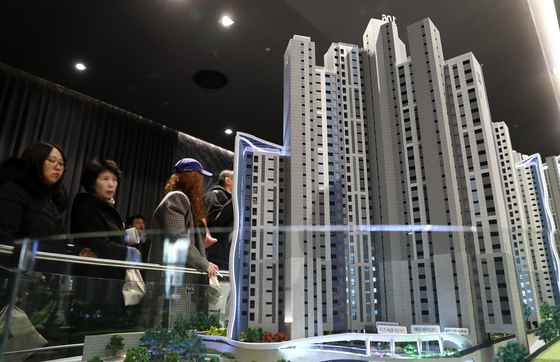 30일 서울 강남구 힐스테이트 갤러리에 오픈한 디에이치 라클라스 견본주택. 3.3㎡당 분양가가 한달 전보다 200만원 올랐다.