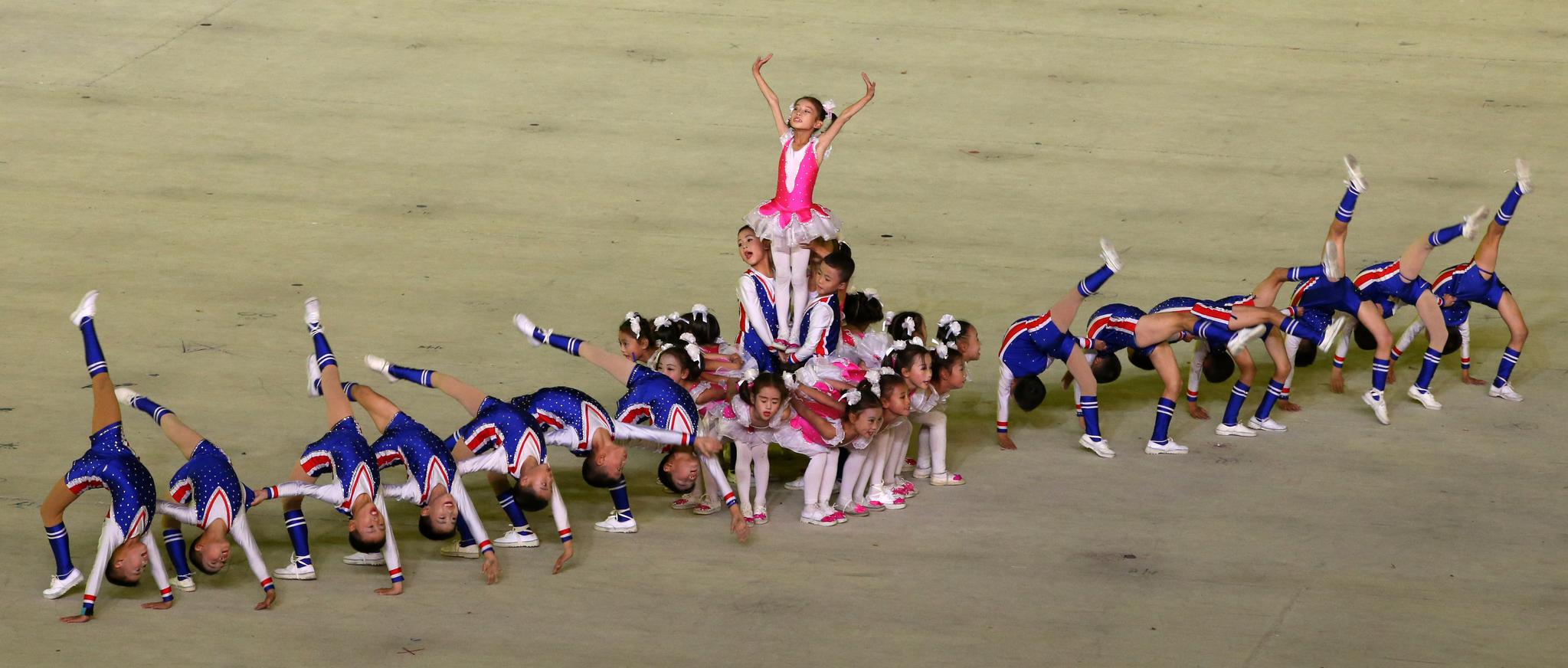 지난 10월 5일 오후 평양 5·1 경기장에서 대집단체조와 예술공연 '빛나는 조국'이 열리고 있다. 평양사진공동취재단