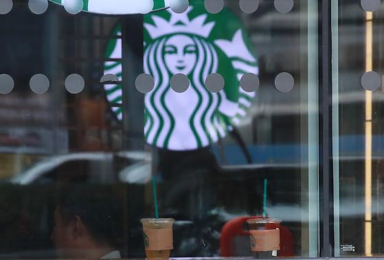 스타벅스가 서울 강남지역에서 공격적으로 매장을 늘리며 영토를 확장하고 있다. [중앙포토]