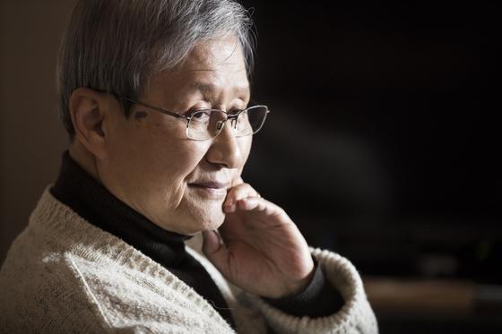 시인 김광규. 그의 대표작 중 하나는 '희미한 옛사랑의 그림자'이다. 권혁재 기자