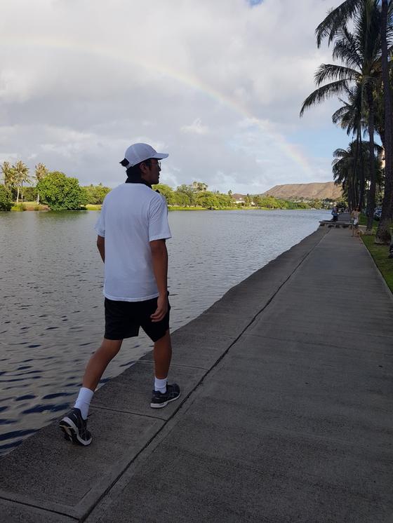 배우 하정우는 하와이에서 10만보 걷기에 도전하기도 했다. [사진 문학동네]