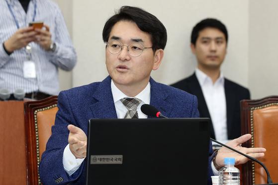 박용진 더불어민주당 의원이 3일 서울 여의도 국회에서 열린 교육위 법안소위에 참석해 발언을 하고 있다. [뉴스1]