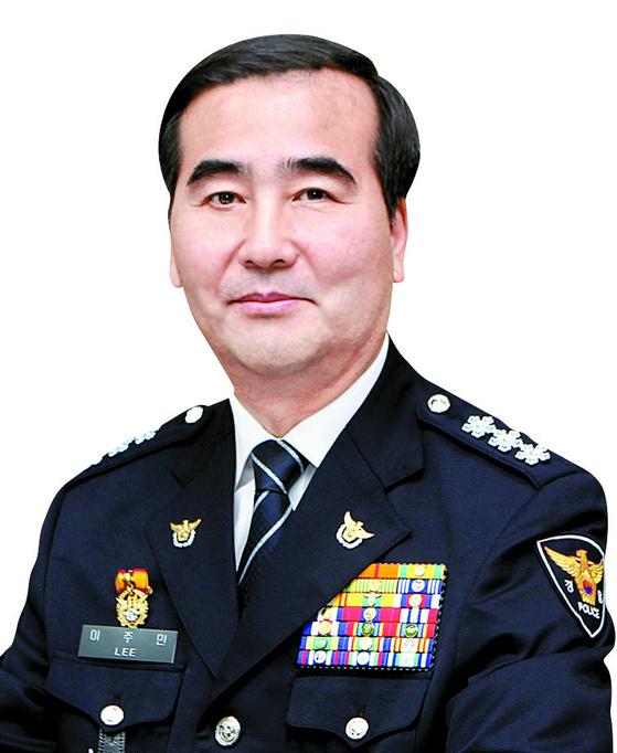 38년간의 경찰 생활을 마무리한 이주민 서울경찰청장. [중앙포토]