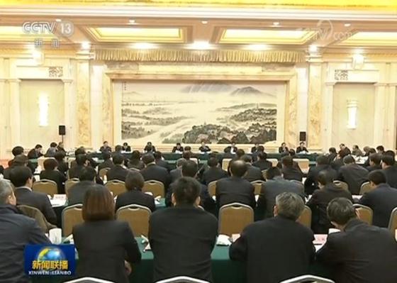 리커창 중국 총리가 지난 11월 29~30일 중국 장쑤성 난징에서 핵심 지방 정부 수뇌부와 부처 장관들이 참석하는 긴급 경제좌담회를 소집해 일자리 문제를 최우선 정책 순위로 두라고 강조했다. [사진=CC-TV 캡처]