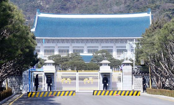 5일 청와대가 북한 측에 이달 18~20일 김정은 위원장의 서울 답방을 제안했다는 보도와 관련해 사실 무근이라고 밝혔다.[청와대사진기자단]