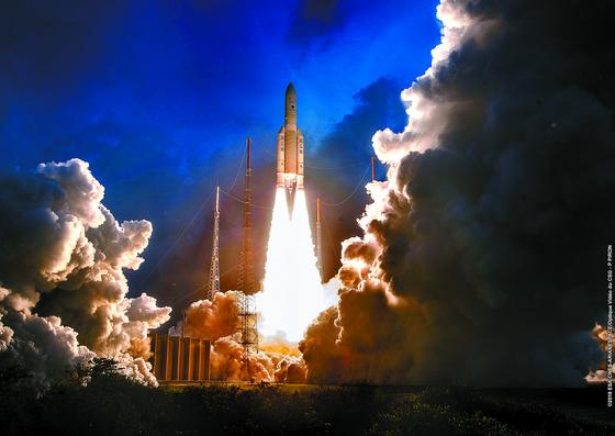 국내기술 첫 정지궤도위성 '천리안2A' 발사 성공