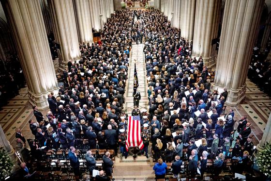 조지 부시 전 미국 대통령의 장례식이 5일 워싱턴 대성당에서 국장으로 엄수됐다. [EPA=연합뉴스]