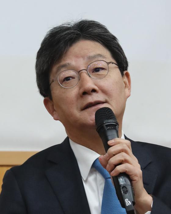 바른미래당 유승민 의원이 7일 오전 서울대에서 IMF 이후의 한국경제에 대해 강연하고 있다. [연합뉴스]