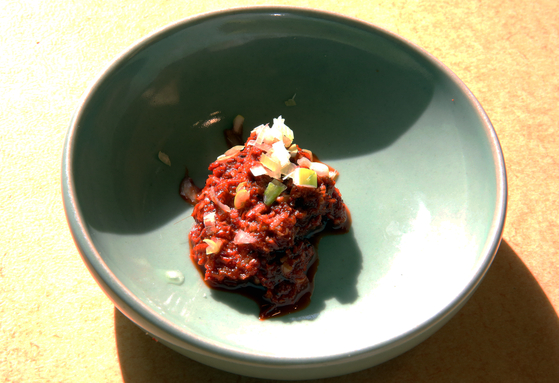 한정식 밥상에 오른 토하젓. 토하젓 종지가 있어야 제대로 된 한정식 밥상 대접을 받는다. 손민호 기자