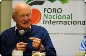 과학기술 정책수단(STPI) 국제공동 연구 40주년을 기념해 2013년 8월 페루 리마에서 열린 회의에 참석한 제프리 올드햄 교수. [사가스티 박사 홈페이지]