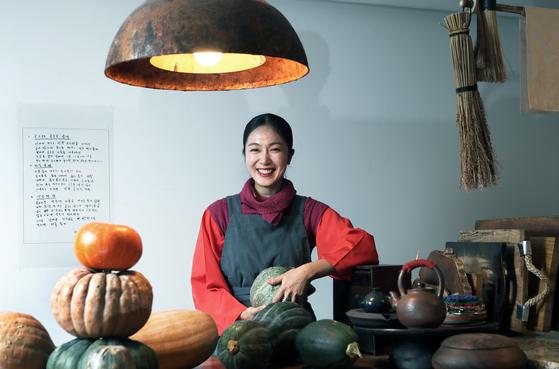한국 고유의 식재료와 이를 일궈온 농부들을 소개하는 요리연구가 하미현. 최승식 기자